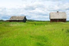被放弃的谷仓和房子 免版税库存图片