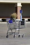 被放弃的购物车副食品 库存照片