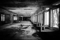 被放弃的走廊在切尔诺贝利中 免版税库存照片