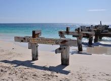 被放弃的跳船角度透视:Jurien海湾,西澳州 免版税库存照片