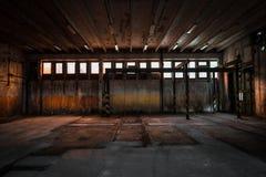 被放弃的车修理驻地 库存照片