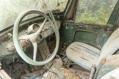 被放弃的车内部在Ialysos村庄罗得岛 库存照片