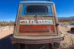 被放弃的车在Terlingua鬼城 免版税库存照片