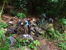 被放弃的车废墟在夏威夷 库存照片