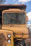 被放弃的重型建筑卡车 图库摄影