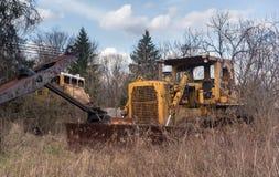 被放弃的重型建筑卡车 免版税库存照片
