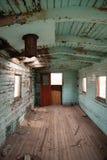 被放弃的铁路守车内部西部鬼城 免版税库存图片