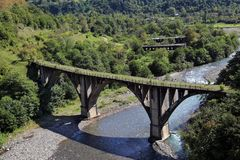 被放弃的铁路桥 图库摄影