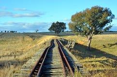 被放弃的铁路轨道通过农村新南威尔斯 库存图片
