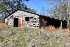 被放弃的难看的东西谷仓废墟 免版税库存图片