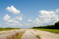 被放弃的飞机场 免版税库存照片