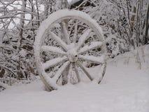 被放弃的马车车轮 库存图片