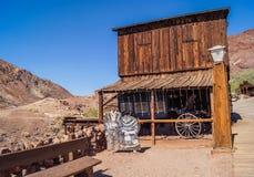 被放弃的鬼城白棉布,加利福尼亚,美国,在1881年建立,县现在停放 库存图片