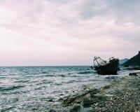 被放弃的移居船 库存照片
