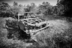 被放弃的&被烧的汽车 免版税图库摄影