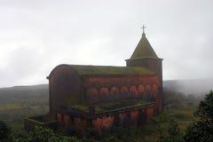 被放弃的bokor柬埔寨教会小山kampot 免版税图库摄影