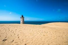 被放弃的Rubjerg Knude灯塔和沙丘,北海coa 图库摄影