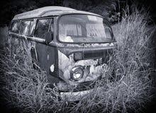被放弃的VW Combi Campervan 库存照片