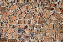 被日光照射了一个的石墙 库存照片