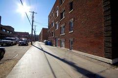 被日光照射了的巷道 免版税库存照片
