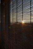 被日光照射了窗口在生态房子里 免版税库存照片
