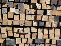 被日光照射了被堆积的堆被切开的木材 免版税图库摄影