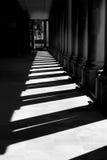 被日光照射了走廊 免版税库存图片