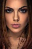 被晒黑的美丽的妇女皮肤 健康秀丽皮肤 库存图片