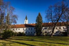 被更新的城堡在Trebon cesky捷克krumlov中世纪老共和国城镇视图 免版税库存照片