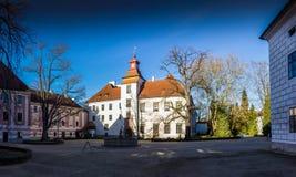 被更新的城堡在Trebon cesky捷克krumlov中世纪老共和国城镇视图 库存图片