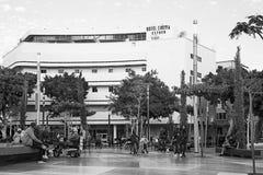 被更新的鲍豪斯建筑学派Dizegoff广场居民住房、黑色和丝毫 免版税图库摄影