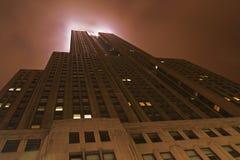 被月光照亮新的摩天大楼约克 库存照片
