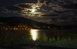 被月光照亮晚上 免版税库存照片