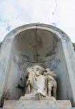 被杀头的雕象在公墓 免版税图库摄影