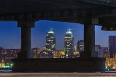 以被构筑的城市为目的一种美好的冬天都市风景 免版税库存照片