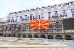 被架设在Skopjei腓力普II正方形的新的大厦, 免版税库存图片