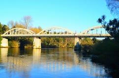 被栓的曲拱桥梁 免版税库存图片