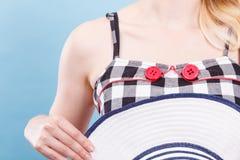 被检查的礼服、红色按钮和太阳帽子 库存照片