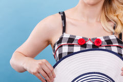 被检查的礼服、红色按钮和太阳帽子 免版税库存照片
