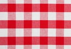 被检查的织品红色桌布 免版税库存照片
