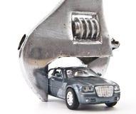 被楔住的玩具模型汽车 免版税库存照片