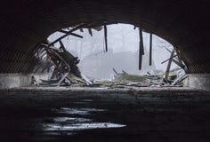 被毁坏的军事飞机棚 库存图片