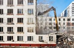 被毁坏的和老公寓的爆破 库存图片