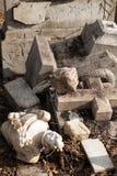 被毁坏的墓碑 免版税图库摄影