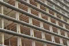 被毁坏的多层的大厦 免版税库存照片