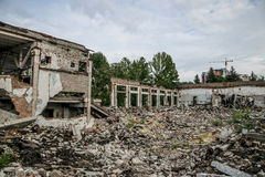 被毁坏的大厦,可以使用作为爆破,地震 免版税图库摄影