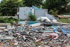 被毁坏的大厦破裂的地板  库存图片