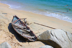 被毁坏的小船 免版税图库摄影
