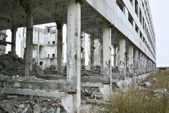 被毁坏的工厂厂房的遗骸 图库摄影