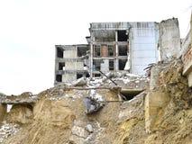 被毁坏的工厂厂房的遗骸 库存图片
